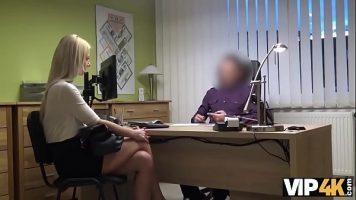 الجنس الشفوي لرجل يدعوها لإجراء مقابلة لمنصب السكرتيرة