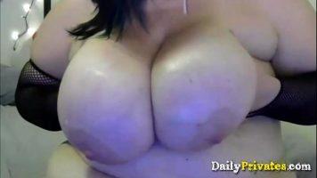 الدهون التي ترفع صدرها على وجهها وتناسبها