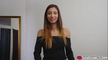 تشعر بالرضا الجنسي فقط عندما تتاح لها فرصة ممارسة الجنس الفموي مع رجل ملون