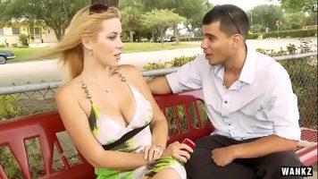 يقابلها على مقعد في الحديقة وتعرض عليه الذهاب إلى منزله