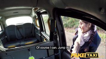 كان يقود سيارة أجرة في كثير من الأحيان لكنه لم يمارس الجنس مع سائق التاكسي