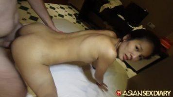 الناضجة والضعيفة للغاية هي هذه المرأة اليابانية التي تمارس الجنس الفموي المكثف مع صديقتها