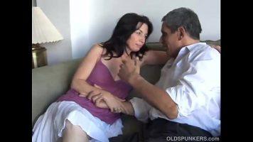 الزوجان الناضجان اللذان يريدان ممارسة الجنس أثناء التصوير