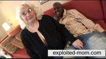 الجدة حريصة جدا على لعبة جنسية مكثفة مع رجل أسود لديها