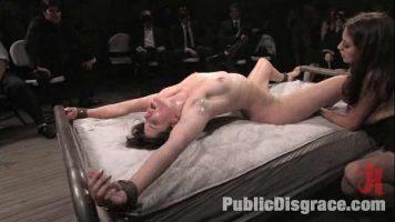 ممارسة الجنس الجيد مع امرأة اقترب منها العديد من الرجال في المباراة
