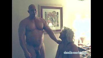 هذا الرجل الأصلع ضخم جدًا ومهيب ، لكن النساء دائمًا ما يروق لهن