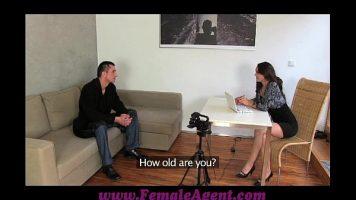 بعد مقابلة ، تريد هذه المرأة إقامة علاقة حميمة مع رجل