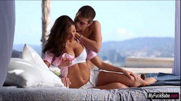 الجنس المثير والحسي مع امرأة شابة جميلة جدا