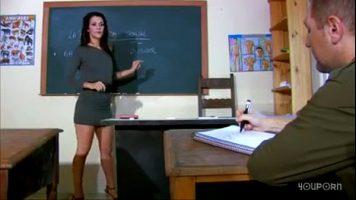 طويل القامة سمراء مدرس الرياضيات الذي يحب مص الديك