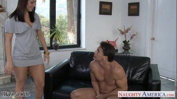 امرأة نحيفة مع الجنس المكثف يشتهي ويحصل على الديك