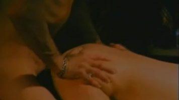 ممارسة الجنس مع امرأة سمراء ناضجة مع كبير الثديين يحب الديك